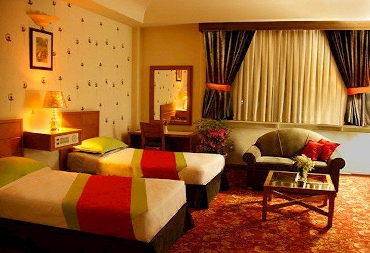 رزرو هتل بزرگ پارک حيات مشهد